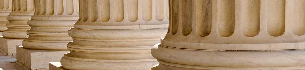 Jogi szakterületek: Ingatlan-, E-cégeljárás - társasági jog, Peres - Peren kívüli képviselet
